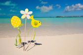 Easter decorations on a background of tropical beach — Stock Photo