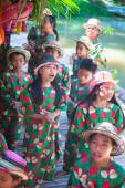 Filipino kids dancing on the Loboc River at Philippines — Stock Photo