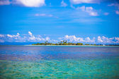 Uninhabited tropical island in the open ocean in the Philippines — Foto Stock