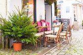 Outdoor cafe in european city at Christmas time — Foto de Stock