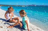 Adorable girls have fun on white beach during vacation — Foto Stock