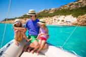 Little girls resting on big boat with happy dad — Stock Photo
