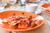 Italiano fettuccine e spaghetti con formaggio nel ristorante gourmet — Foto Stock
