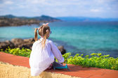 Adorable little girl outdoors during summer vacation — Stock Photo