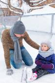 Adorable little girl and happy dad on skating rink outdoor — Stock Photo