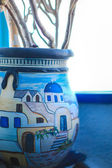Traditional Greek pots in the houses of Santorini, Greece — Stock Photo