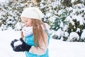 Happy adorable girl playing snowballs in snowy winter day — Stock Photo