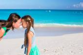 Mother and little girl have fun on summer vacation — Stock Photo