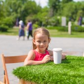 Little adorable girl at outdoor cafe on warm summer day — Stock Photo