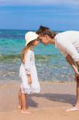 Happy father and his adorable daughter at white sandy beach — Stock Photo