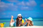 Mother and kid with suntan lotion on tropical beach — Stock Photo