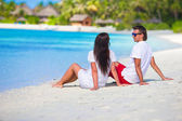 Young happy couple during beach tropical vacation — Stock Photo