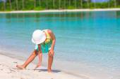 Adorable little girl at beach during summer vacation — Stock Photo