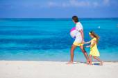 Happy father and daughter playing with ball outdoor on beach — Stock Photo