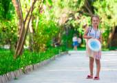 Adorable little girl at tropical island during summer vacation — Stock fotografie