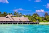 Summer empty outdoor cafe on shore at exotic island in indian ocean — Stock Photo