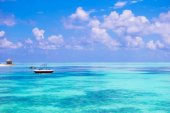 Idyllic perfect turquoise water at exotic island — Stock Photo