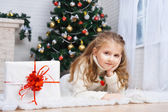 Girl with the packaged gift — Foto Stock