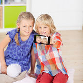 Sisters taking self portrait — Foto Stock