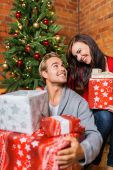 Young couple with Christmas gifts — Stok fotoğraf