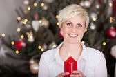 Blond woman holding red candle — Fotografia Stock