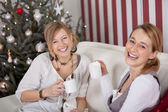 Women celebrating christmas together — 图库照片