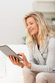Woman navigating internet on tablet — Stock Photo