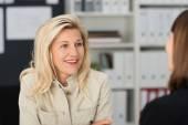 Office Woman Talking to Subordinate — Stock Photo
