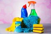 Equipamento de limpeza na luz de fundo — Fotografia Stock