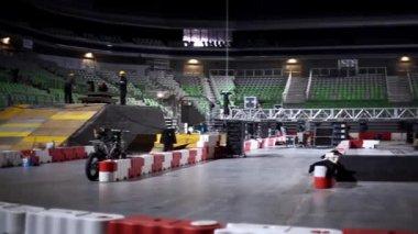 Stadium motorcycle stunt track — Stock Video