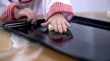 Greasing tray with butter — Stock Video