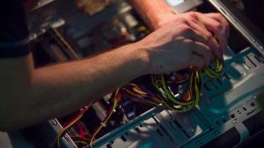 Man upgrading computer — Vídeo de stock