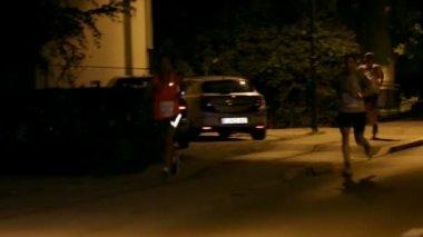 People Running on dark streets — Stock Video