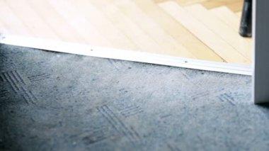Woman vacuuming floor in house. — Vídeo stock