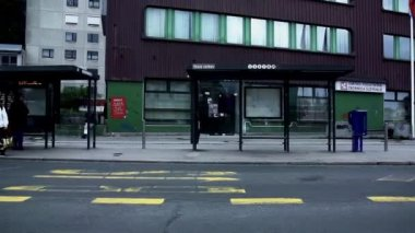 People Waiting for Bus — Vídeo de stock