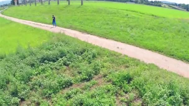 Person running on a trail — Vídeo de stock