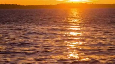 Sunset reflecting in sea. — Stockvideo
