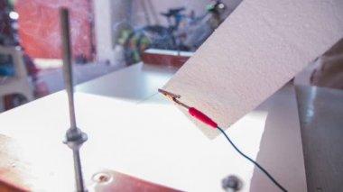Wire cuts Styrofoam — Stock Video