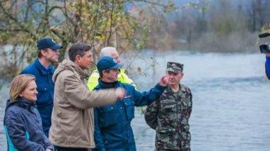 President Borut Pahor checking flooded area. — Stock Video