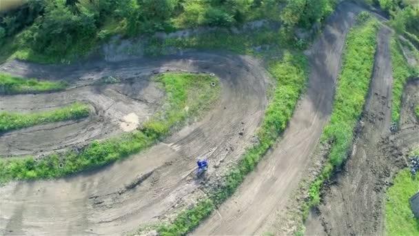 Racer stuck in mud — Vidéo