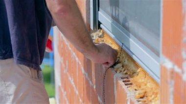 Man  Preparing windows for isolation — ストックビデオ