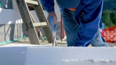Man Sawing  white styrofoam — Stock Video