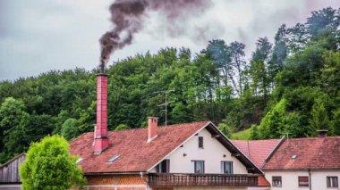 Black smoke from chimney — Stock Video