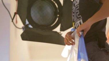 Mann-Putting blau-filter — Stockvideo