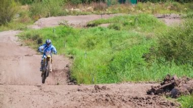 Racer flying after jump — Vídeo de stock