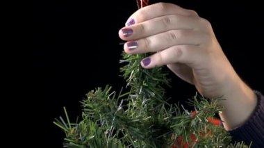 Lady decorating Christmas tree — Stock Video