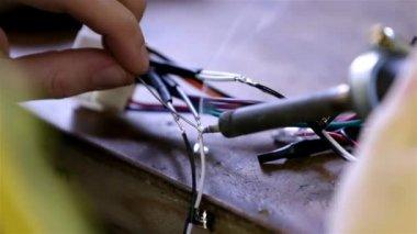 Man Soldering wires on car radio module — Stock Video