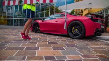 Street show supercars. — Stock Video