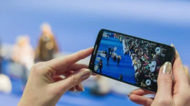 Smartphone video recording competition. — Stock Video