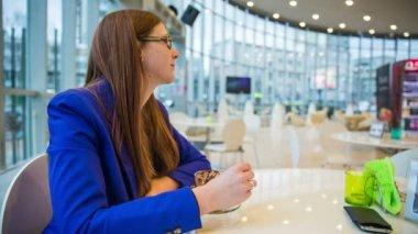 Woman at cafe enjoying dessert — Stock Video